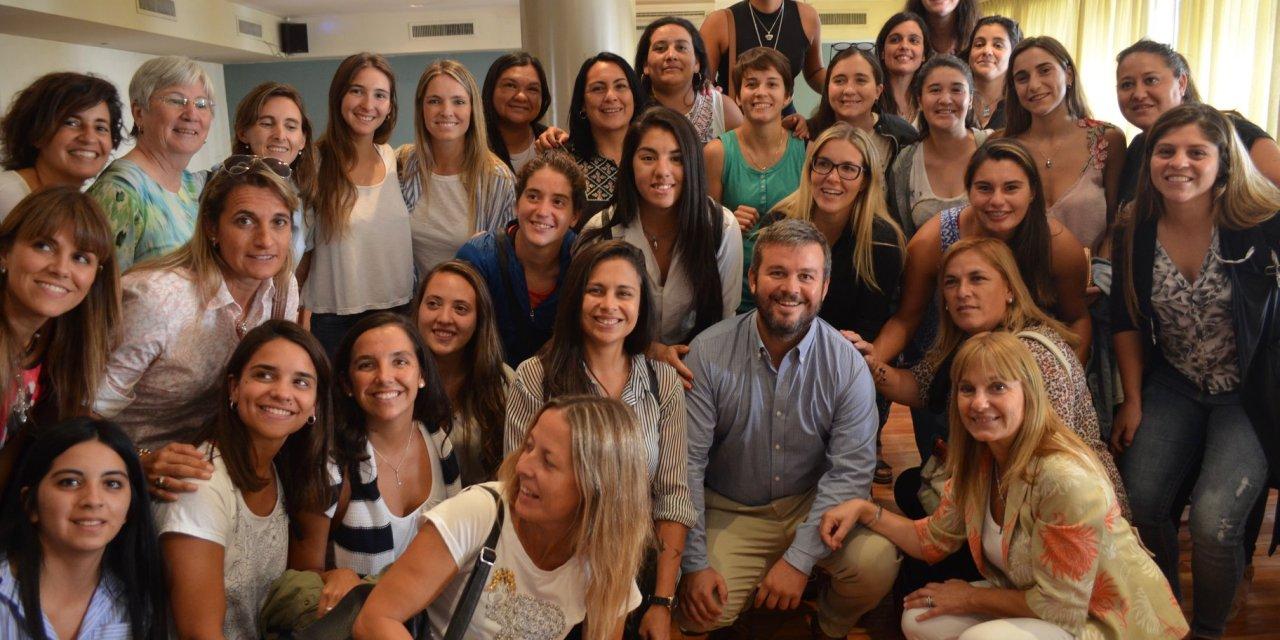 Rins se reunió con 50 mujeres deportistas