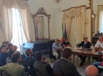 """Emiliano-Melucci-sindacati: su Ilva incontro a porte chiuse… """"per esplicita esigenza dei lavoratori"""""""