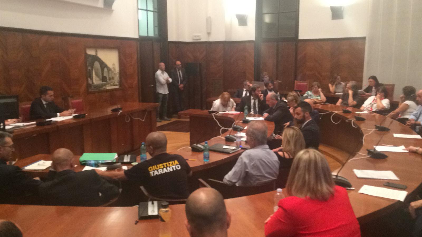 Ilva, Di Maio: 'Tavolo non è club privato'