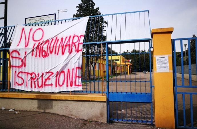 Taranto, il sindaco chiude le due scuole di Tamburi sino alla fine dell'anno