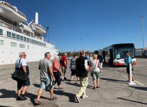 Nave da crociera approdata a Taranto