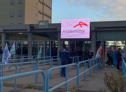 ArcelorMittal, forse domani l'incontro con Conte. Oggi vertice da Emiliano