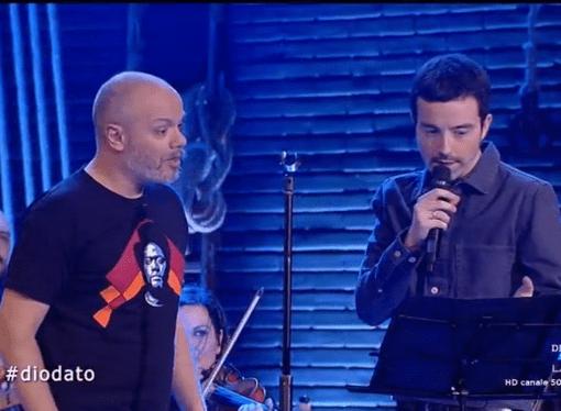Diodato a Propaganda canta in tarantino con Diego Bianchi