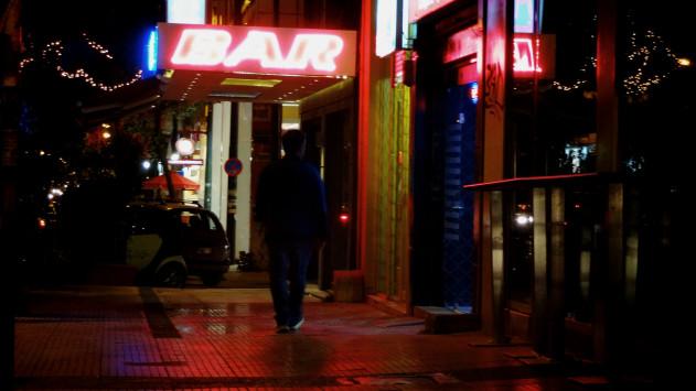 Λουκέτο σε δύο μπαρ λόγω υπεράριθμων πελατών