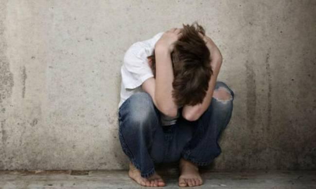 Μητέρα πουλούσε τον 9χρονο γιο της για βιασμό