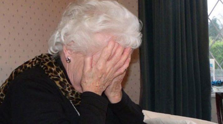 Θηλυκή συμμορία εξαπάτησε και έκλεψε ηλικιωμένη
