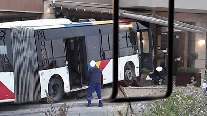 Σύγκρουση λεωφορείου με Ι.Χ. στη Θεσσαλονίκη - Τέσσερις τραυματίες - ΦΩΤΟ