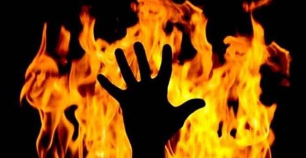 Προσπάθησε να σβήσει την φωτιά στο σπίτι του και κατέληξε στο νοσοκομείο με εγκαύματα
