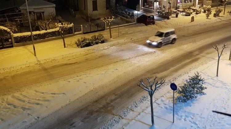 Σπάνιο φαινόμενο!… Χιονοκαταιγίδα με αστραπές στα Τρίκαλα - BINTEO