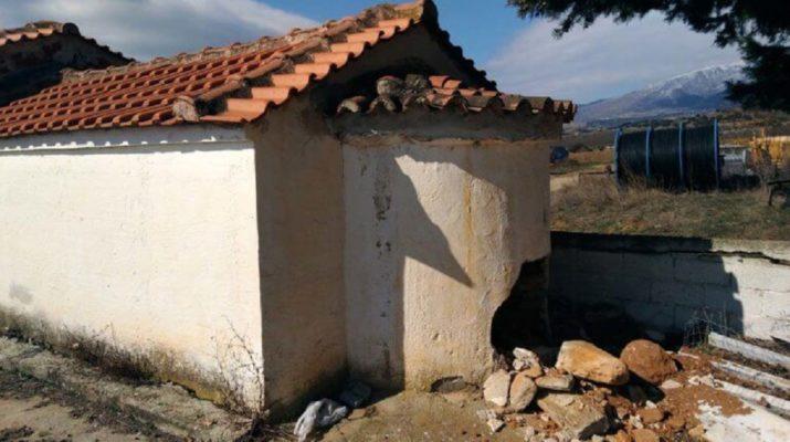 Δολίχη Ελασσόνας: Διέλυσαν την εκκλησία για να βρουν χρυσές λίρες (ΦΩΤΟ)
