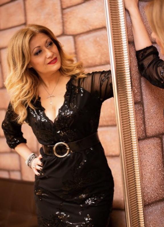 Η όμορφη Λαρισαία Δέσποινα Κωνσταντινίδου – Όταν το ταλέντο συναντά την εμπειρία και τη διαχρονικότητα!!!