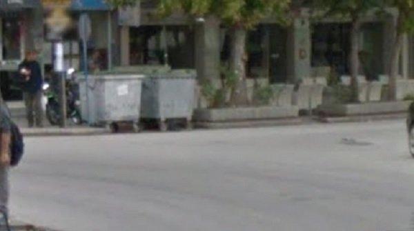 Ασυνείδητοι πέταξαν λύματα χοιροτροφείου σε κάδους στην πλατεία στον Τύρναβο με αποτέλεσμα την έντονη δυδωσμία παντού
