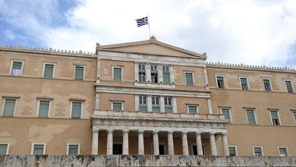 Συνεχίζεται στη Βουλή η συζήτηση για την πρόταση εμπιστοσύνης στην κυβέρνηση