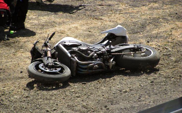 Τραυματίστηκε δικυκλιστής μετά από πτώση με μηχανή έξω από τη Λάρισα