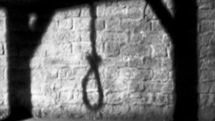Σοκ: Άνδρας βρέθηκε απαγχονισμένος από την αδερφή του
