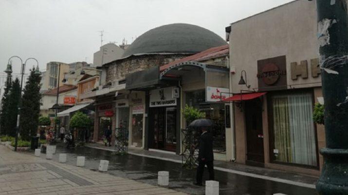 Μουτζούρωσαν με γκράφιτι τον τρούλο του οθωμανικού χαμάμ στη Λάρισα
