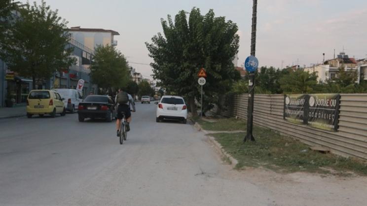 Λάρισα: «Εξαφανίστηκε» ποδηλατόδρομος εκατοντάδων μέτρων