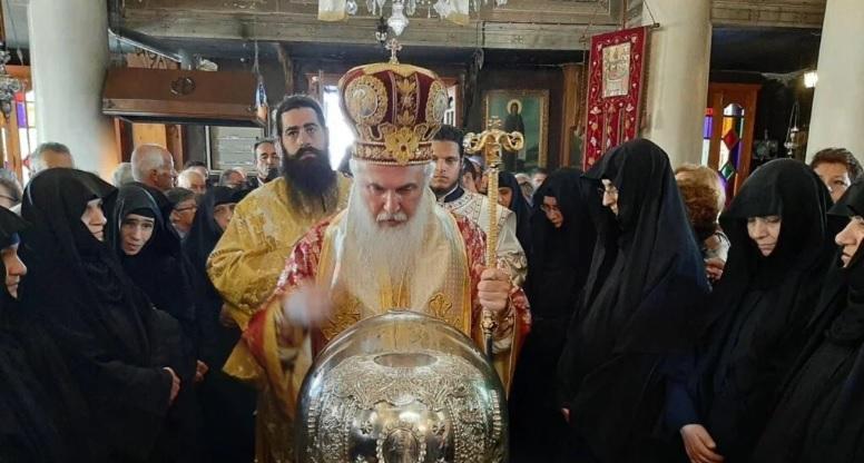 ΑΙΓΙΝΑ: Λιτανεία με τα Ιερά Λείψανα του Αγίου Νεκταρίου Πενταπόλεως του Θαυματουργού