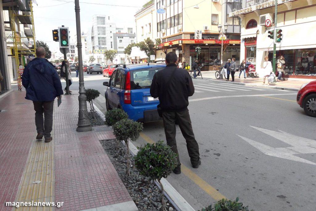 Βόλος: Με τρεις δημοτικούς αστυνομικούς τα έβαλε ο 41χρονος
