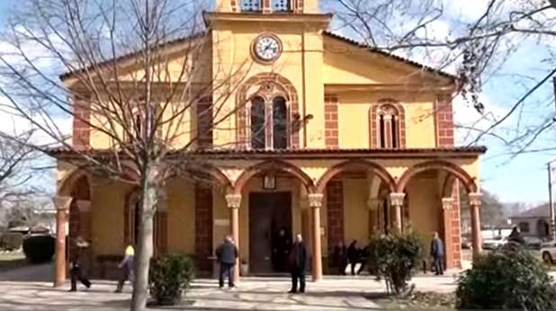 Συγκλονισμένοι οι κάτοικοι στην Χάλκη από την αυτοκτονία του ιερέα (Bίντεο)