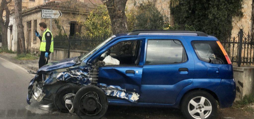 Βόλος: Τροχαίο με τρεις ελαφρά τραυματίες στην Αγριά - ΦΩΤΟ