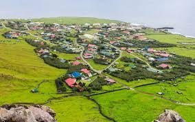 Πώς είναι η ζωή στο πιο απομακρυσμένο νησί του κόσμου