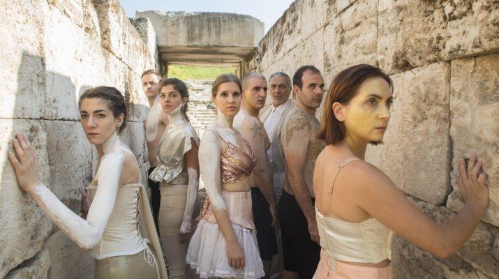 «Τα αγάλματα περιμένουν» – Ξεκινά από σήμερα το ταξίδι της η παράσταση του Θεσσαλικού Θεάτρου