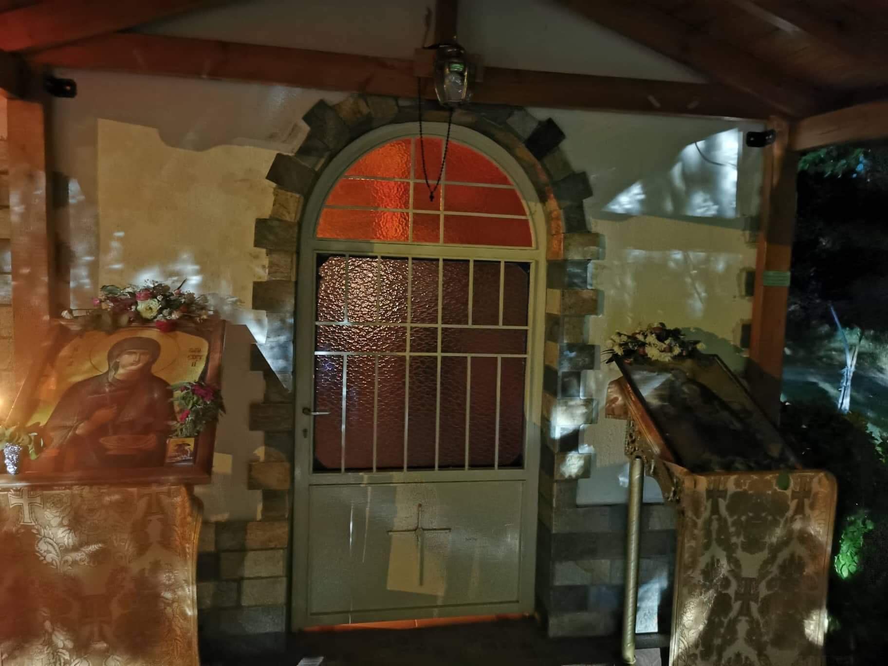 Συγκλονίζει το θαύμα στο Καλοχώρι Λάρισας - Εμφανίστηκε  η Αγία Παρασκευή ΦΩΤΟ -ΒΙΝΤΕΟ