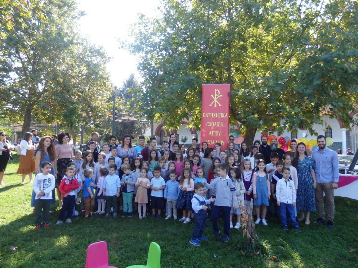 Γέμισε με παιδικές φωνές ο λόφος του Φρουρίου: Άρχισαν τα Κατηχητικά Σχολεία στον Άγιο Αχίλλιο