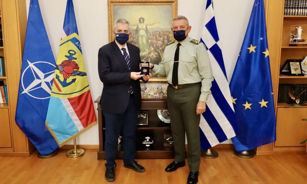 Μ. Χαρακόπουλος με Αρχηγό ΓΕΕΘΑ: