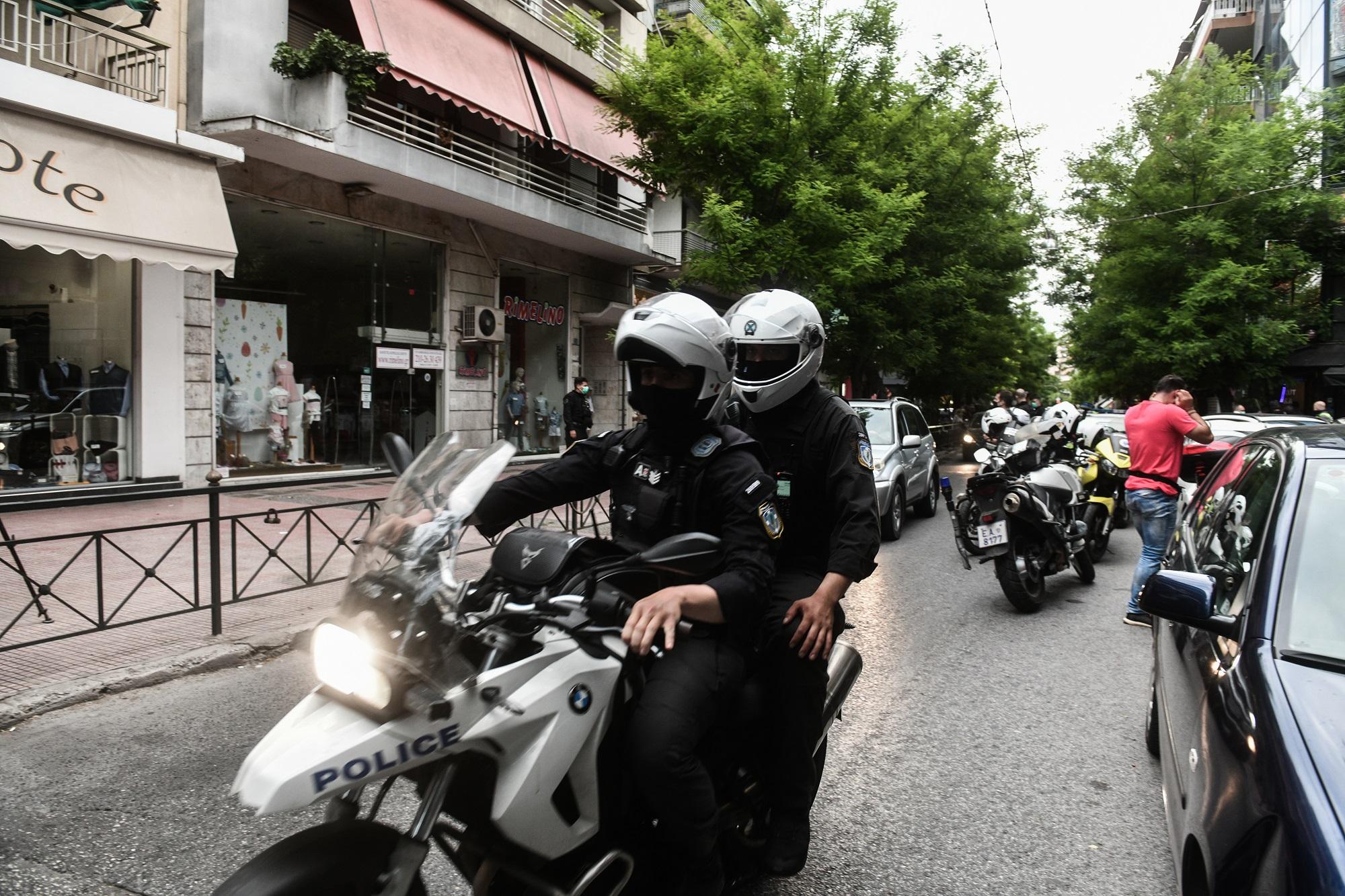 Μαφιόζικο έγκλημα σε καφετέρια στα Σεπόλια – Πυροβόλησαν άνδρα στο κεφάλι (video)