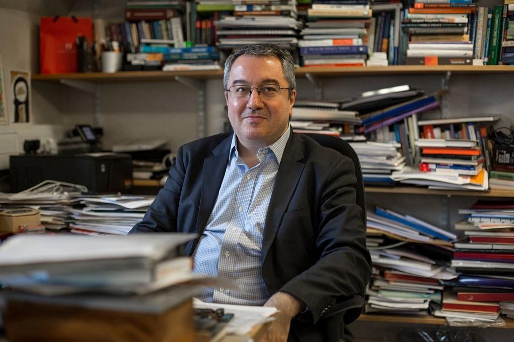 Μόσιαλος: Χρειαζόμαστε την ευελιξία της ανάμιξης των εμβολίων κατά του κορονοϊού