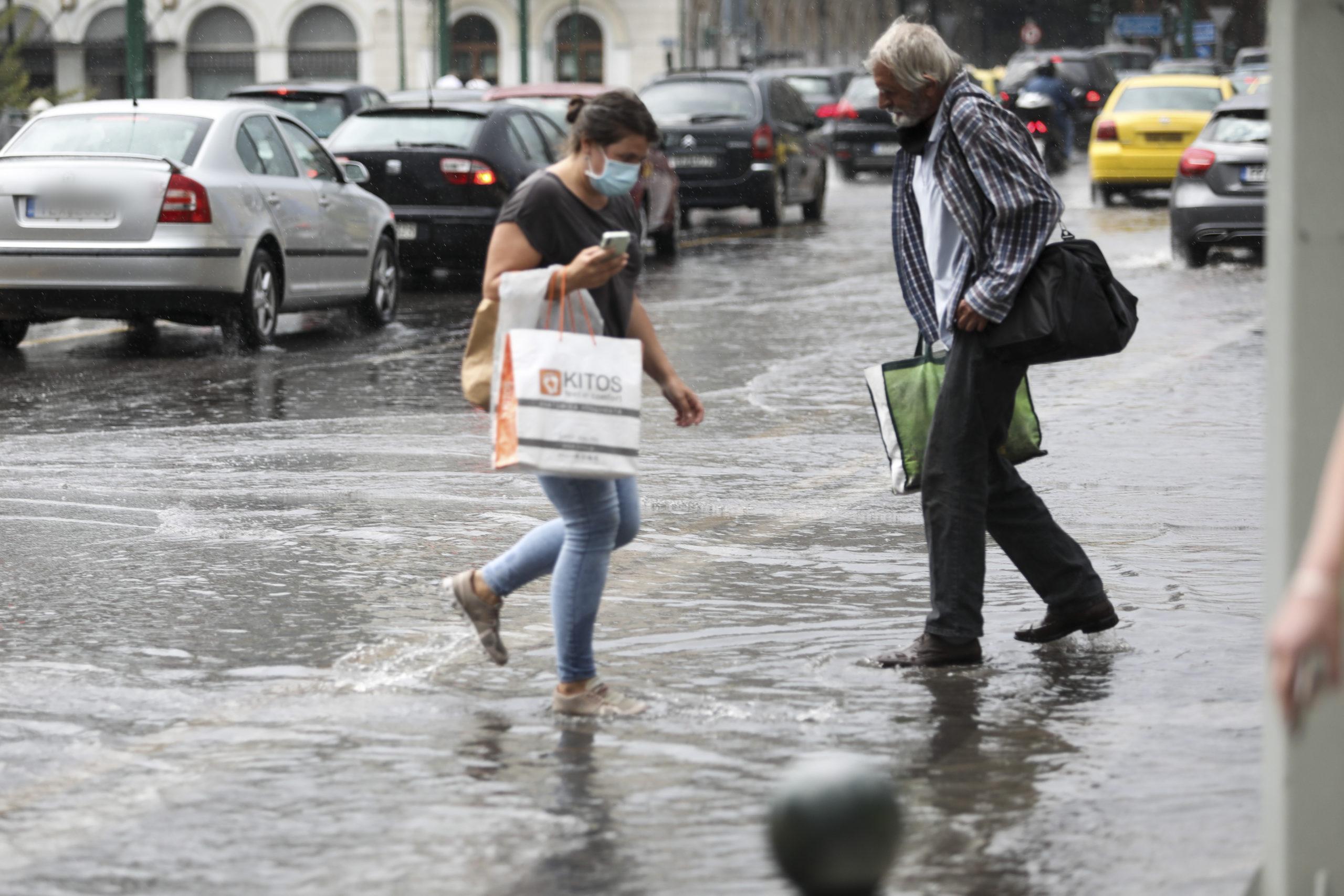 Ο καιρός με την Αναστασία Τυράσκη: Τοπικές βροχές και πτώση της θερμοκρασίας