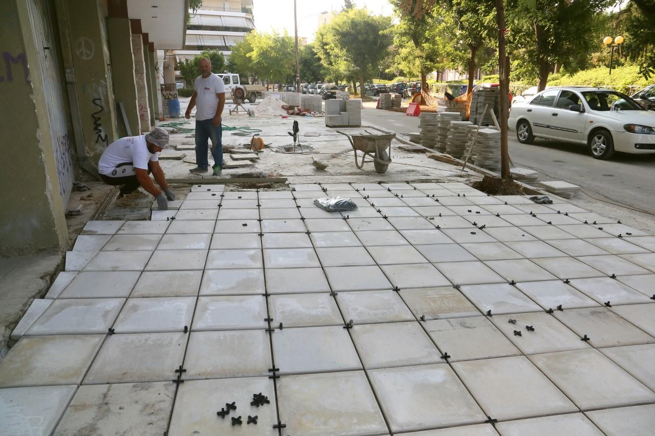Λάρισα: Νέα πεζοδρόμια στην οδό Καραϊσκάκη