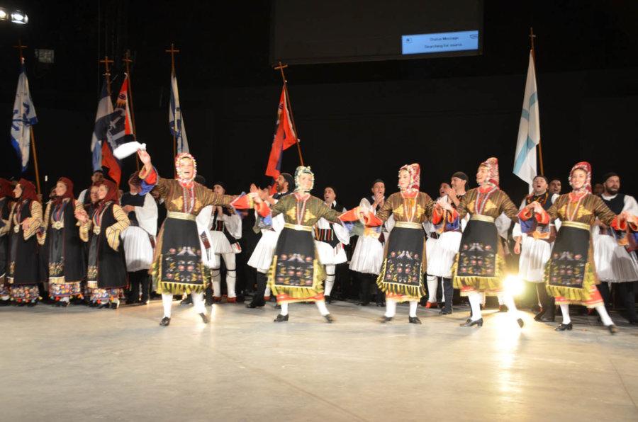 «Φωτίστηκε από παράδοση» η Λάρισα με την παράσταση του Λυκείου Ελληνίδων