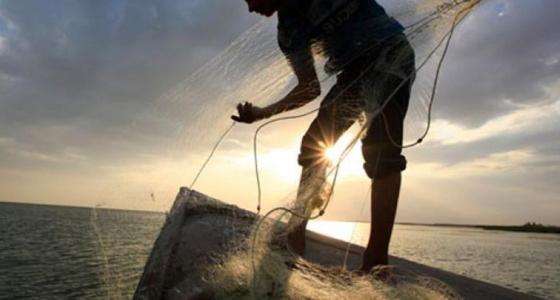 Τι λέει ο ψαράς που βρήκε το πτώμα και το άφησε στη θάλασσα!