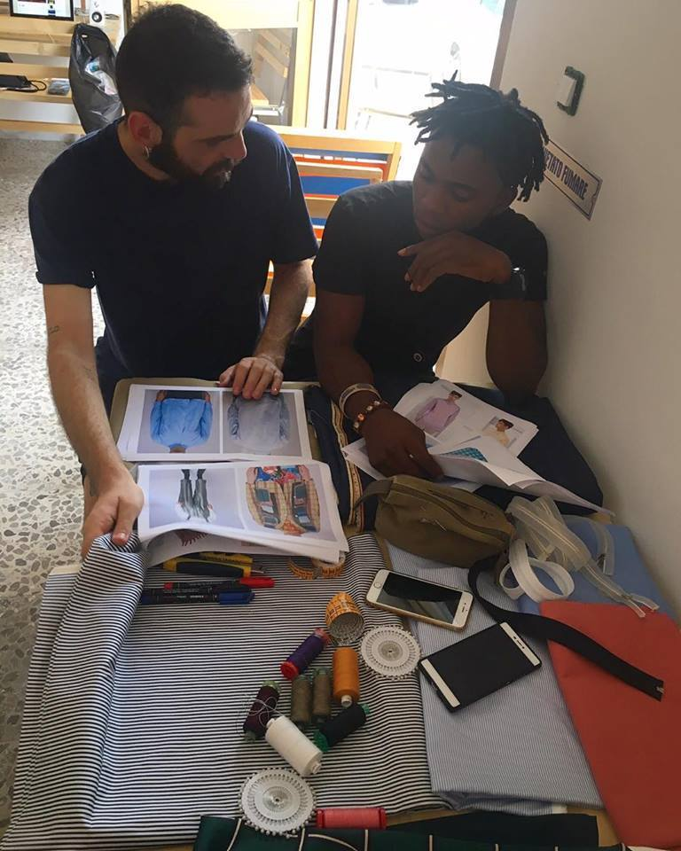 Vincenzo Giannetti al lavoro con Henry nell'Atelier