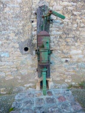 La-Ronde-fontaine-presbytère-xb
