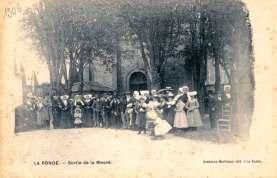 La-Ronde-1906-sortie-messe-carte-postale