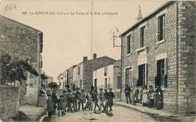 La-Ronde-447-rue-principale-carte-postale-1917