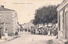La-Ronde-grande-rue-carte-postale-1911