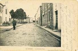 La-Ronde-grande-rue-carte-postale-1918