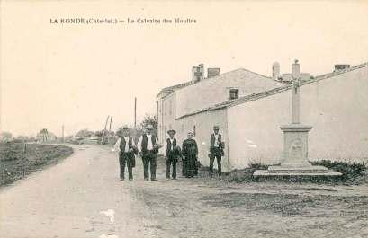 La-Ronde-le-calvaire-des-moulins-carte-postale