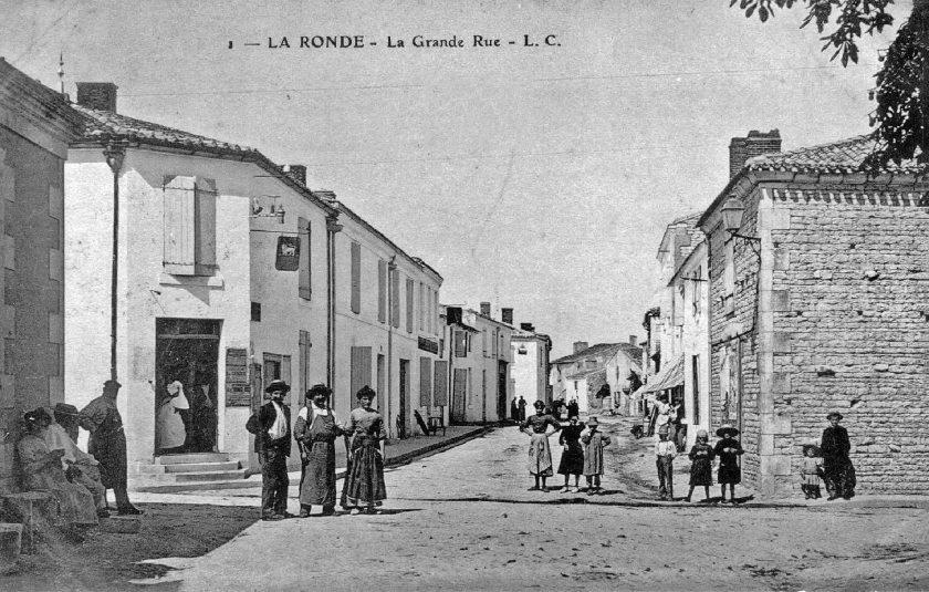 01-La-Ronde-grande-rue-carte-postale-LC