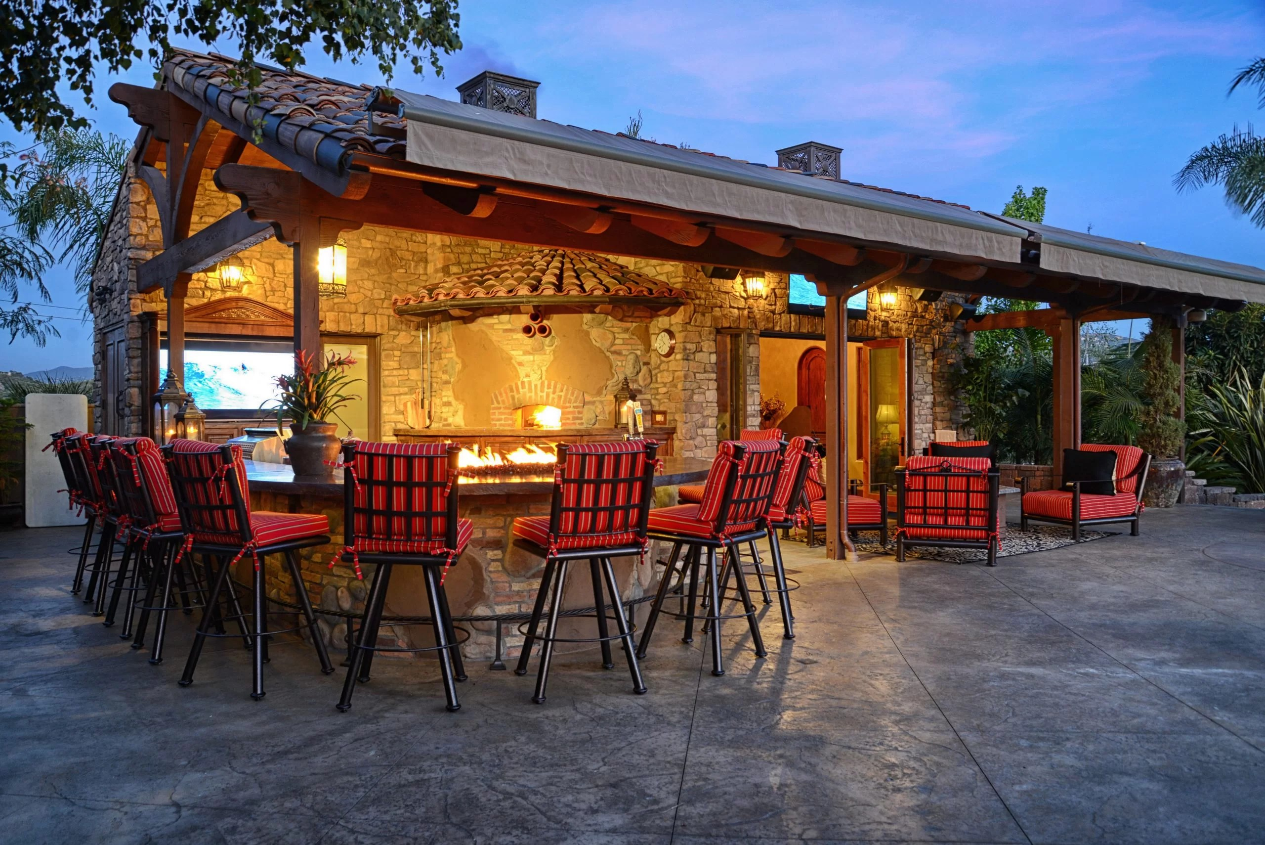custom outdoor living rooms kitchens