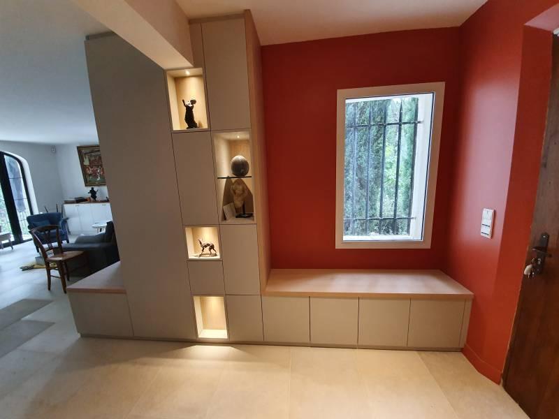meuble d angle proche de pertuis