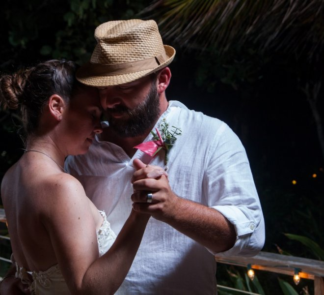 placencia-belize-beach-wedding-couple-9