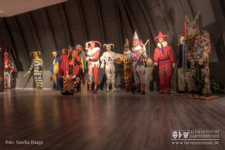 Die Neukonzeption entfernt sich von der alten Präsentation des Museums und versucht anhand verschiedener Aspekte Gemeinsamkeiten schwäbisch- alemannischer Narrenfiguren aufzuzeigen