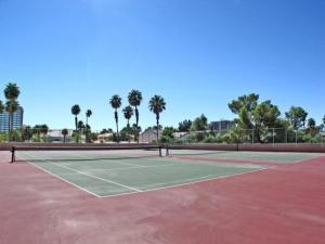 regency-towers-las-vegas-condos-tennis-courts