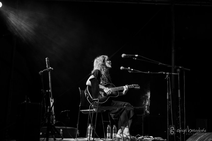 Anni B Sweet actuó en Sevilla en la noche del eclipse lunar.